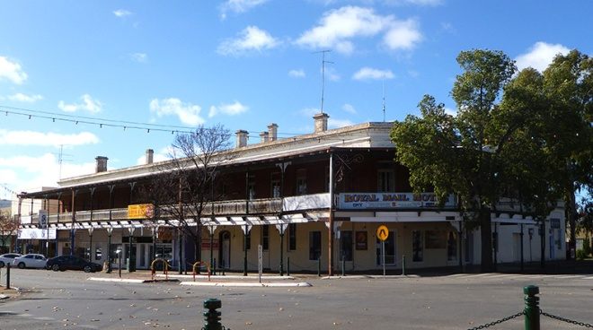 The Royal Mail Hotel, Narrandera June 2016.