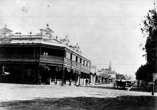 Imerpial Hotel corner of Dangar Street and The Mall, Armidale.